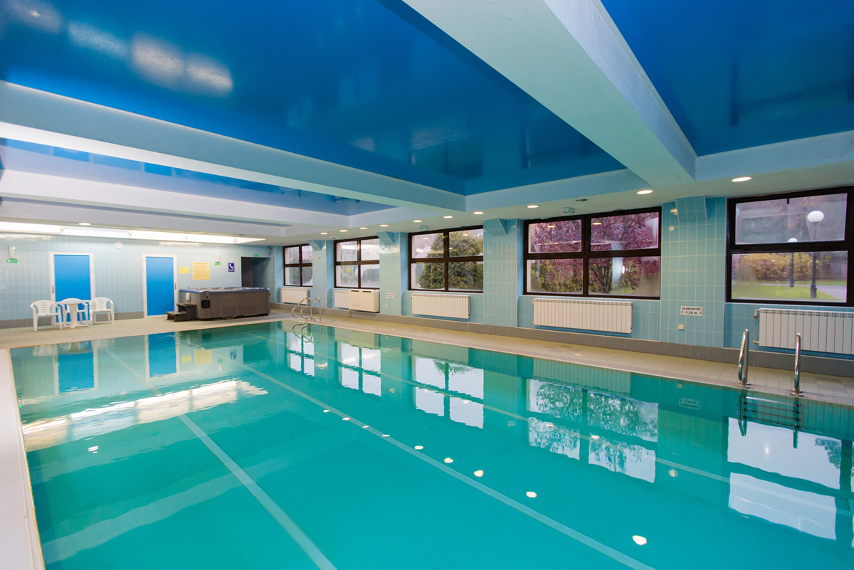 Hotel bukowy dworek lebuser land gronow for Schwimmbad billig
